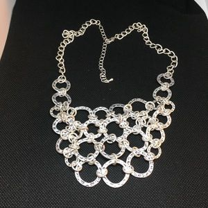 🕶 GORGEOUS STATEMENT SILVER TONE NECKLACE 🕶